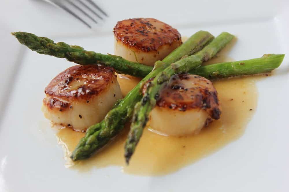 Seared scallops and asparagus in white wine and butter sauce
