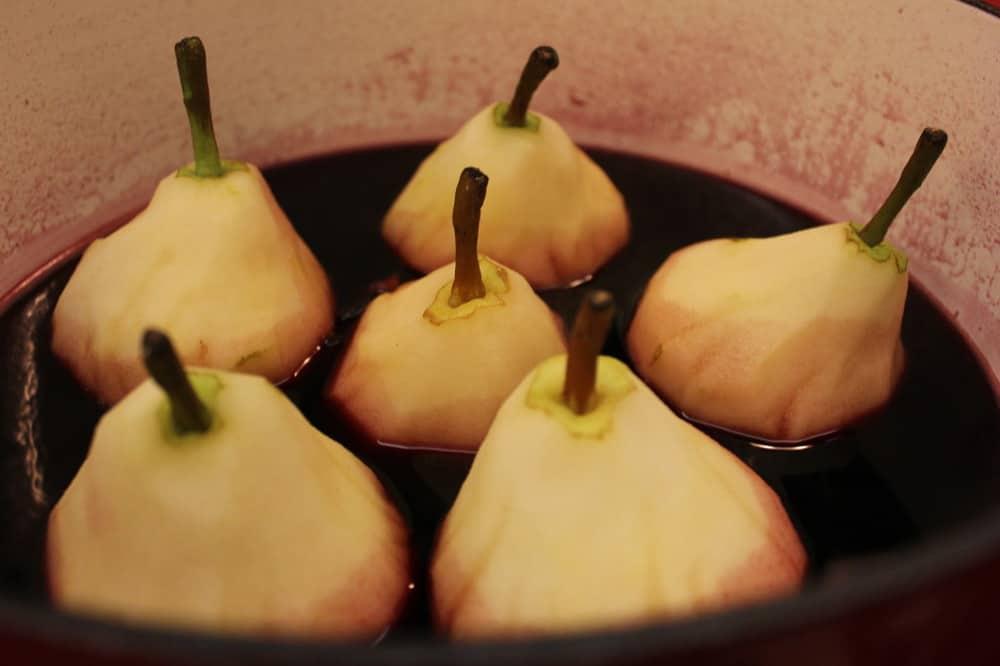 Pears in a wine hot bath