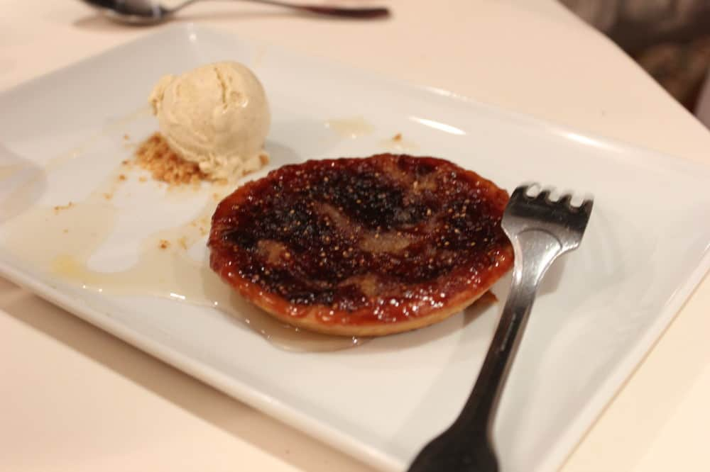Fig tart with homemade vanilla ice cream