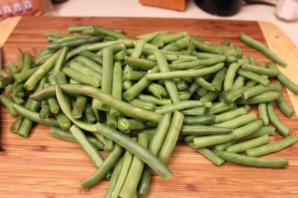 Fresh green beans, cut in half
