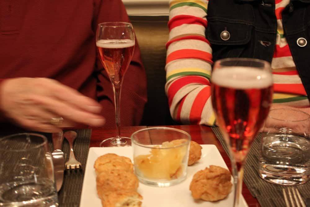 Kir Royale: The classic French paretif