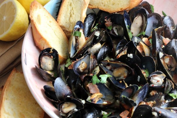 Mussels with garlic and white wine