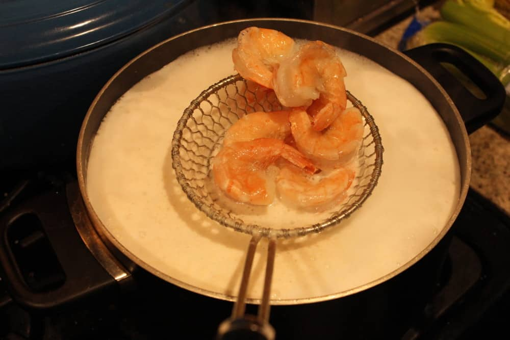 Quickly cook the shrimp in boiling water