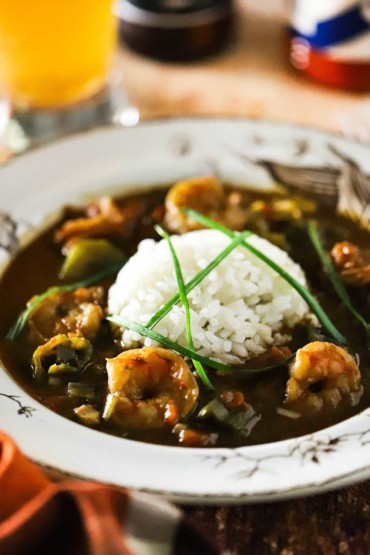 A white boClassic Shrimp and Okra Gumbo in a white bowl