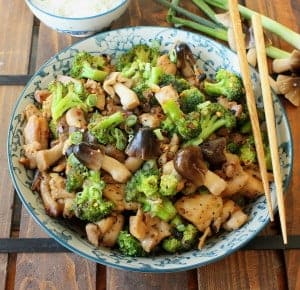 Stir-Fry Chicken with Broccoli and Mushrooms