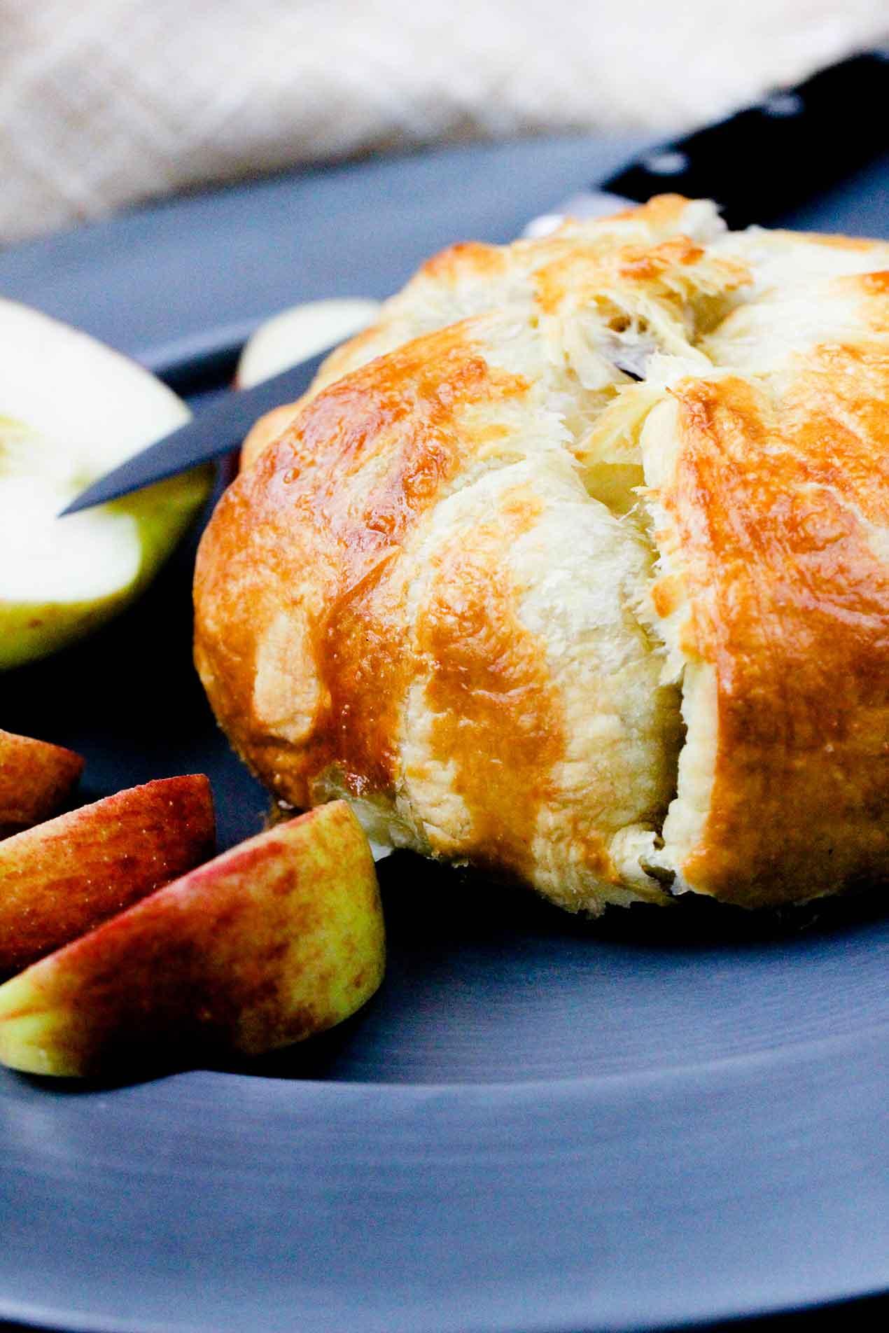 apple, pear & brie en croute reipce